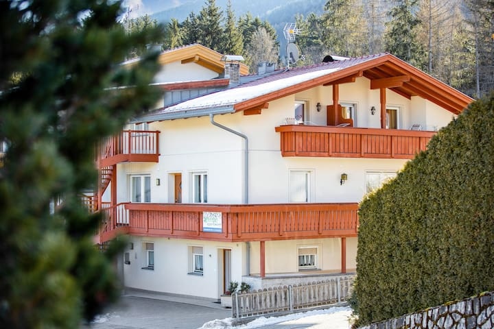 Haus Aue - Apartment 2 with Balcony, Mountain View & Wi-Fi; Parking Available, Pets Allowed