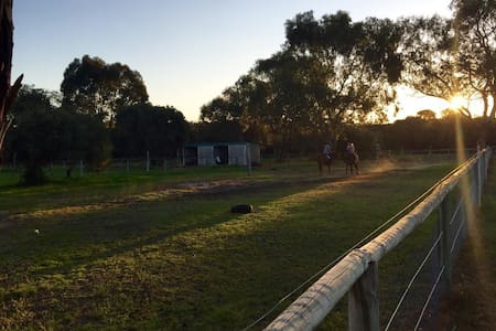 Rural Paradise in the Heart of Suburbia - Baldivis - Guesthouse