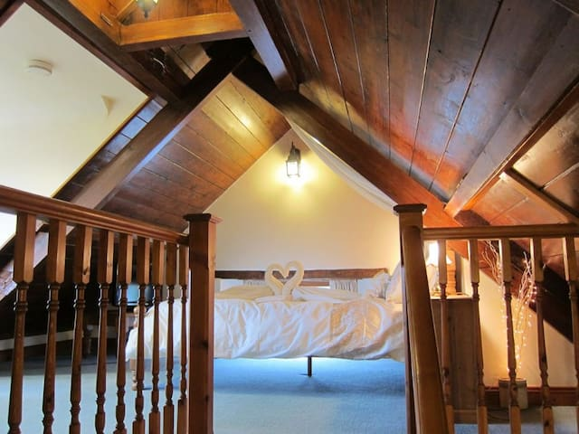 Stable Barn - Popular honeymoon retreat - Bude - Byt