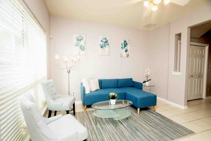 Modern Private Room| DownTown Houston|Mins 2 Bars