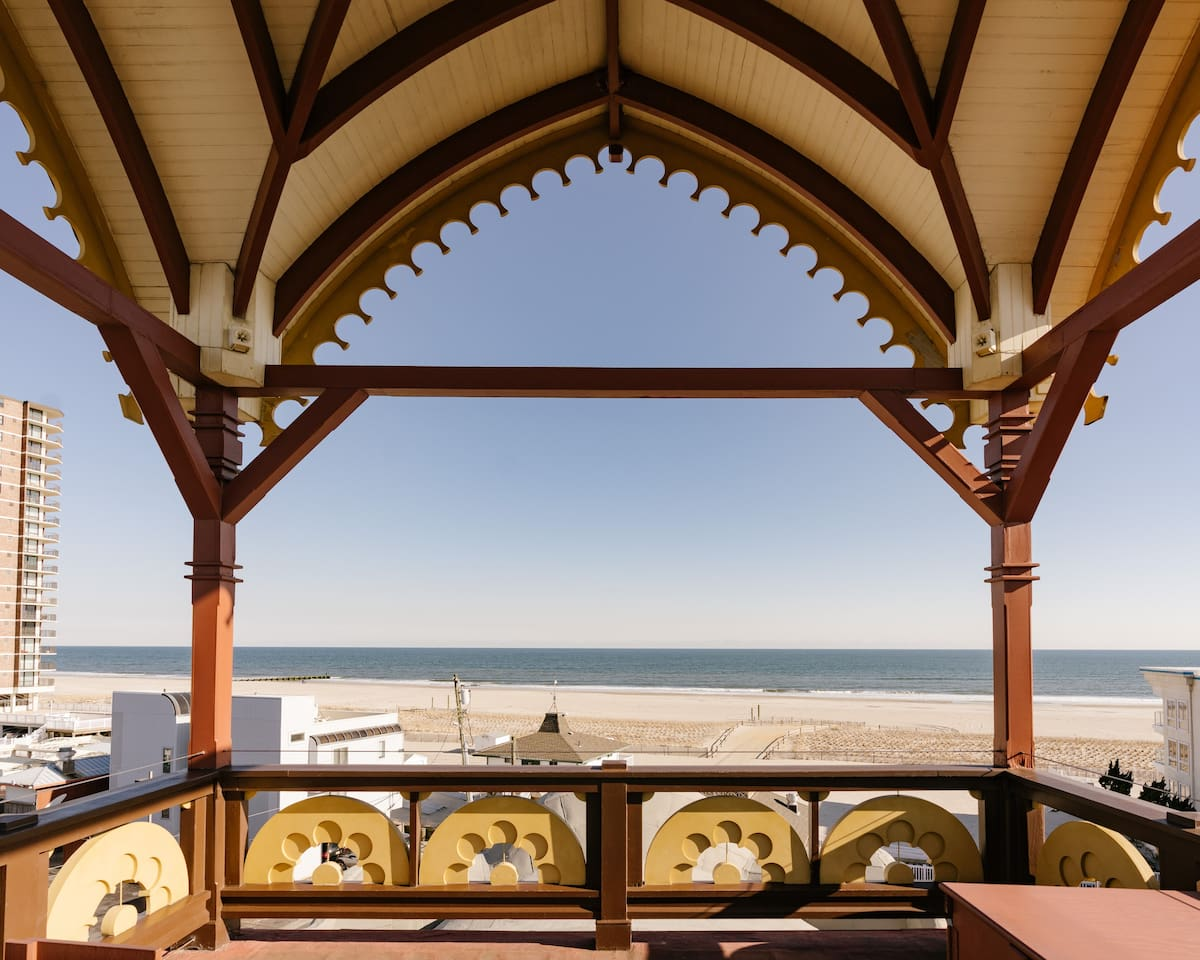An Elephant-Sized Stay on the Jersey Shore