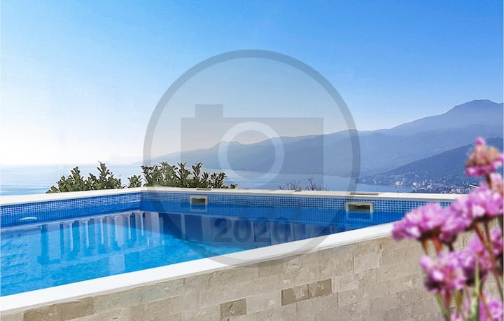 Beautiful apartment in Rijeka with Outdoor swimming pool, WiFi and 2 Bedrooms
