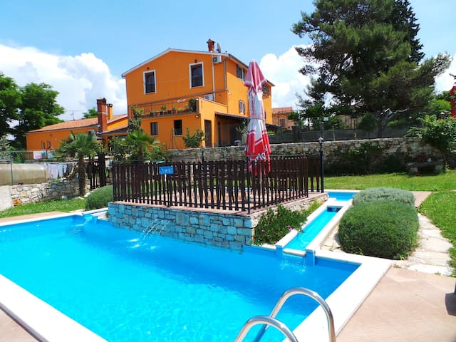 Studio for 2 pers with pool in Višnjan R66101