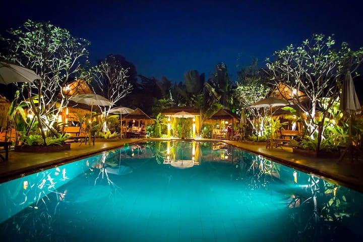 2 Salt Water Pools-Bungalow in Quiet Gardens #2