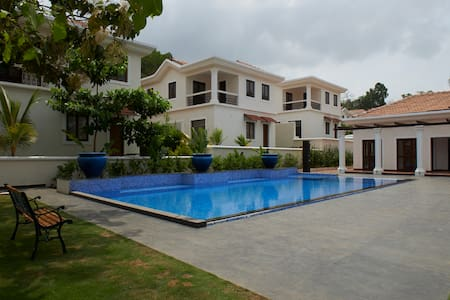 Luxury 3BHK Villa Linda with Pool View - Villa