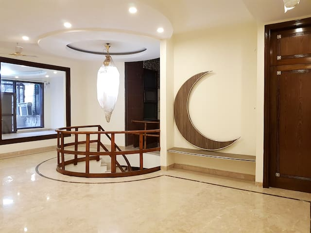 Best Luxury Rooms to stay on budget in Vasant Kunj