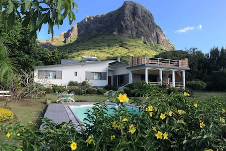 Casa Meme Papou - villa with seaview and pool - Le Morne