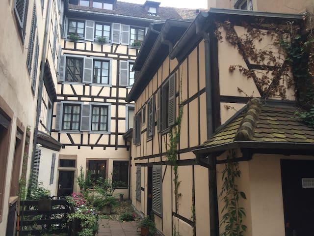 La Petite Maison Strasbourgeoise - Estrasburgo - Casa