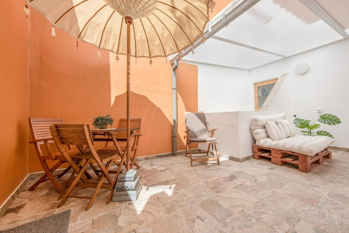 Holiday Home 'Casa Tía Julia' close to the Beach with Wi-Fi & Terraces