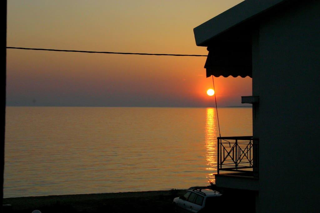 Ηλιοβασίλεμα απο απο το μπαλκόνι