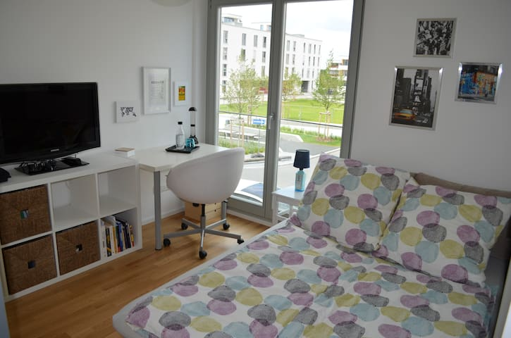 Comfortable room near exhibition centre and U2