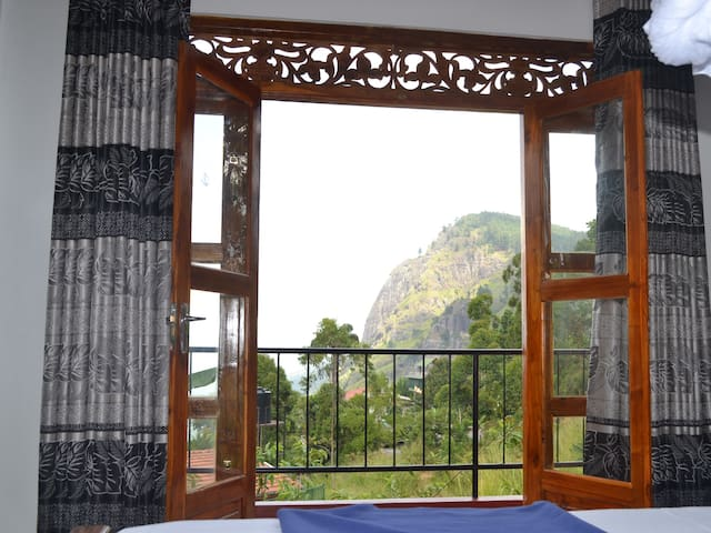 Deluxe king room with ella rock view