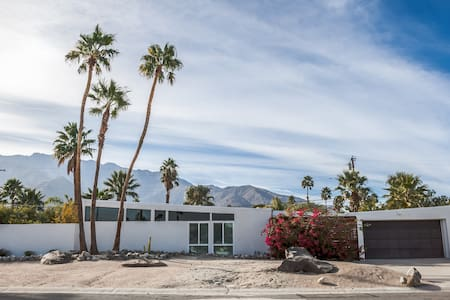 Mid Century Modern Home with Pool - Palm Springs - Haus