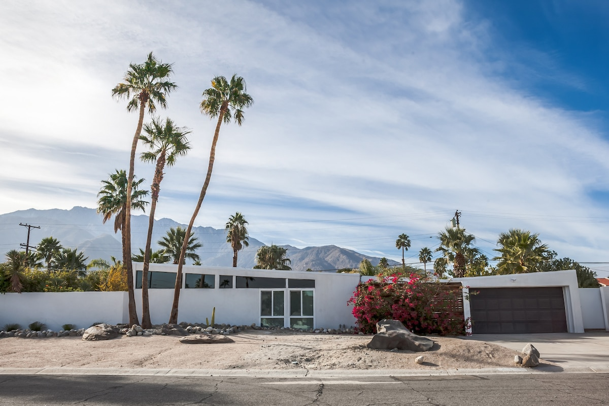 Mid Century Alexander Butterfly Roof Home With Gorgeous Mountain Views.