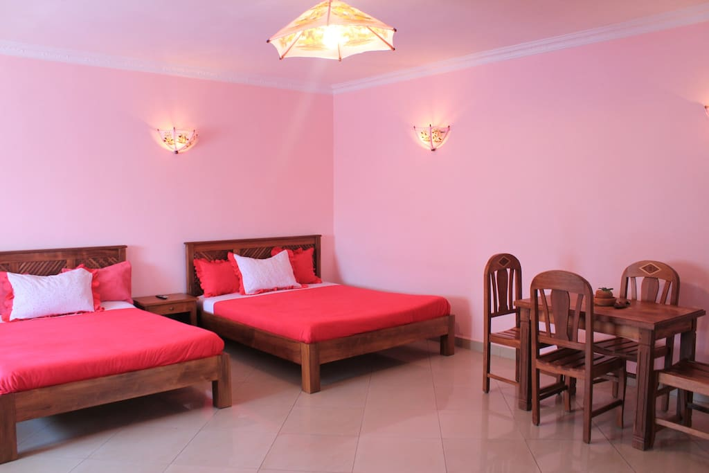 trois grand lits, TV, wifi