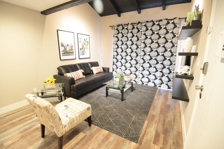 LUX 1 BR Condo close to Airport and UNLV  D26