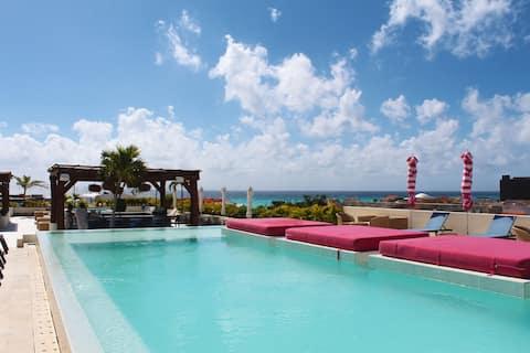 🌴Stunning 5th Av Apt w/ Pool & Hot Tub-The Palm 9🌴