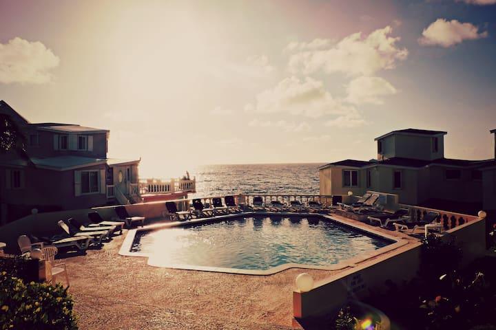 Paradise Villa: Caribbean Ocean View - 2bdr Unit