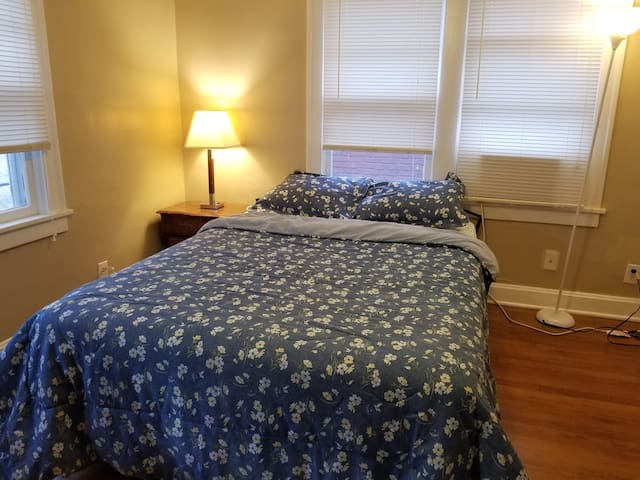 Charming Wifi Private Queen BDRM by KCMO Dowtown