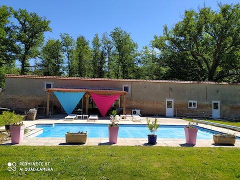 pool house au milieu des bois