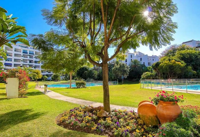 100m to beach in Puerto Banús w/big pools & Tennis