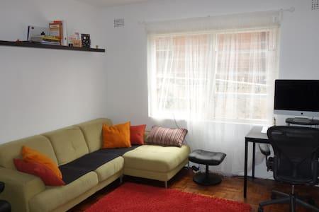 Cheap and cosy beach apartment - Coogee