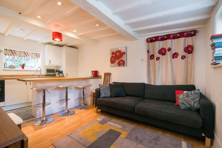 2 bed property Cheadle/Wilmslow/Manchester Airport