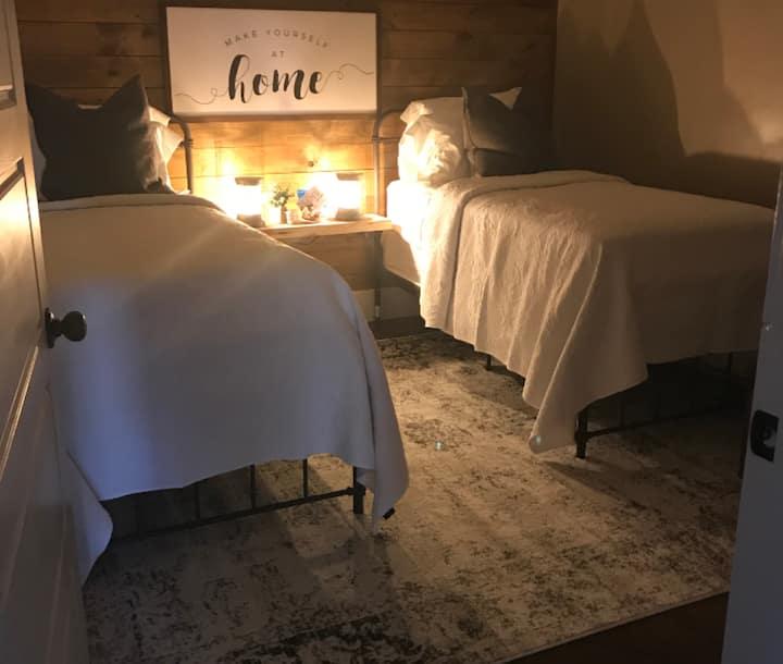ElKen Retreat B&B pool house $ Massage Breakfast