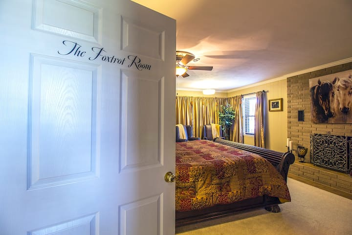 Foxtrot Inn B&B - The Foxtrot Room (King)