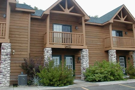 1BR+ of Resort Cabin @ Starved Rock - Hytte