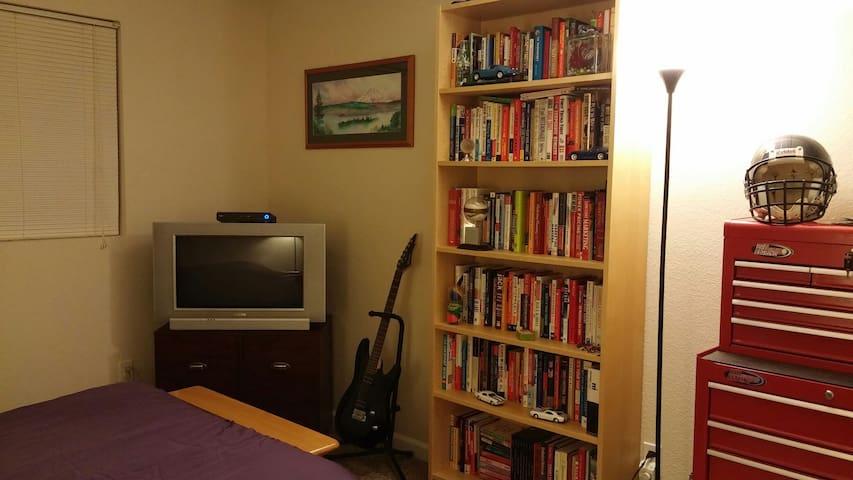 Nice Room, Close to Everything - Kirkland - Apartment