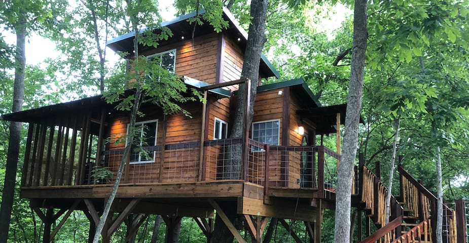 Graham's Treehouse at Hidden Valley Wilderness Retreat - Nested in the tall trees in a peaceful setting.