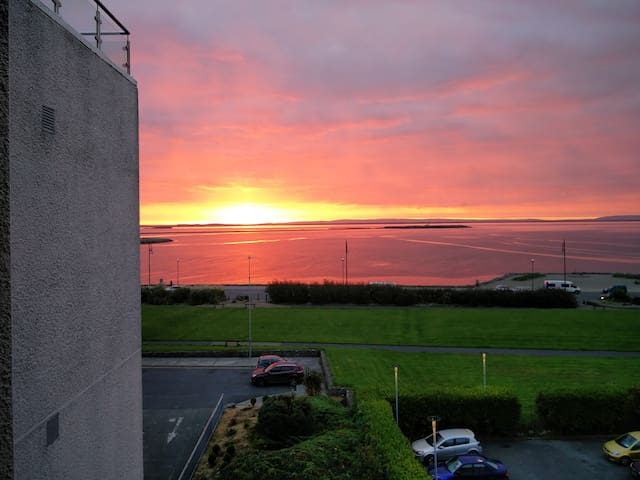 Salthill Modern Sea View Apartment