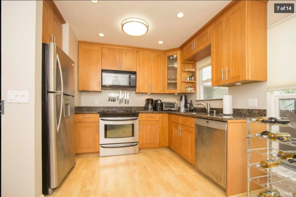 Full kitchen for your cooking pleasure.
