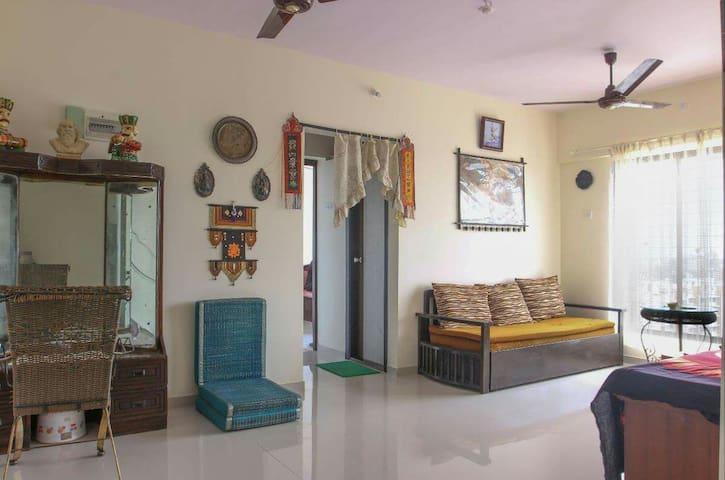Charming 2 BHK in Paradise-AC/WiFi/Kitchen