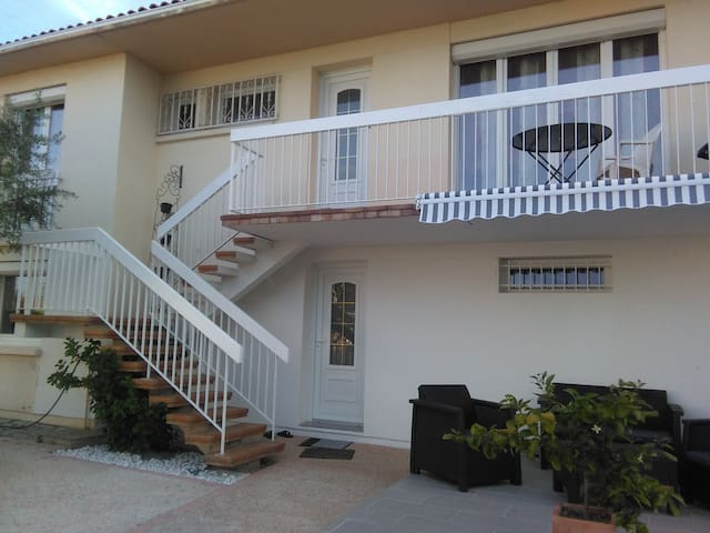 Bel appartement confortable rénové  avec 4 pièces.