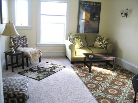 HEART OF OSHKOSH ENTIRE CLEAN FURNISHED APT