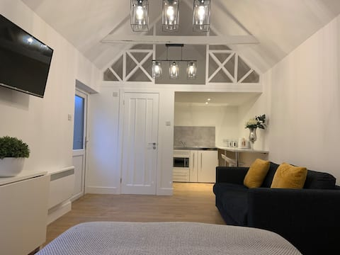 Stunning, Open-Plan Converted Stables