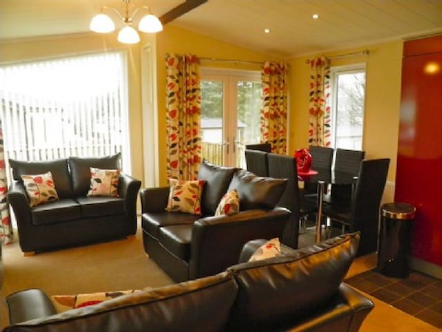 TRESCO LODGE Hillcroft Park, Pooley Bridge, Nr Ullswater - Penrith - House