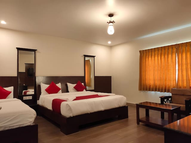 Family room in the city center, Ooty