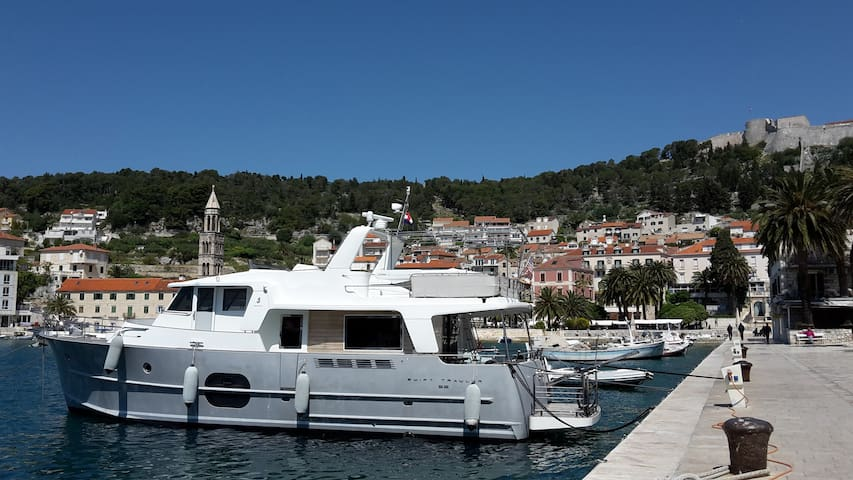 Cruising the Dalmatian Islands in private yacht - Tivat - Barco