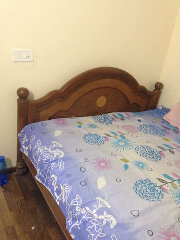 1 room set with attached bathroom - Noida - Apartamento
