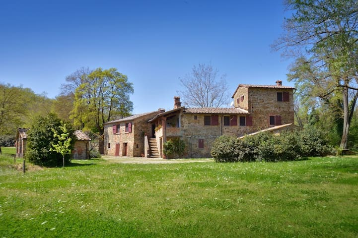 FABULOUS 6BR HOME WITH POOL IN HEART OF TUSCANY! - Lucignano - Villa