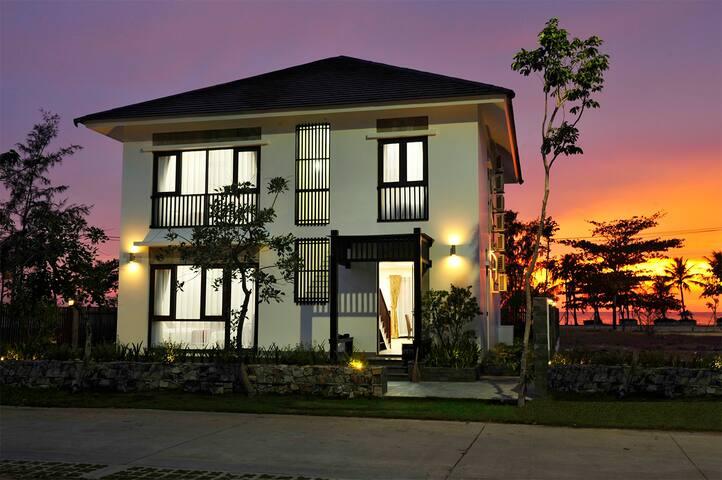 Kosmos Phu Quoc Villa _ Beach Front - tp. Phú Quốc - 別荘