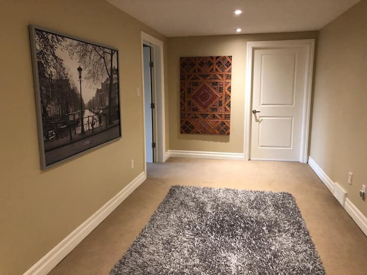 Cozy - Tranquil 2 Room Walkout Basement Space
