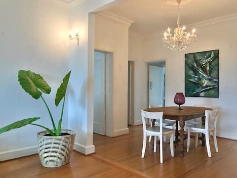 Spacious, private apartment in leafy suburb
