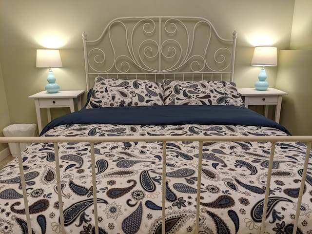 Queen bed - bedroom