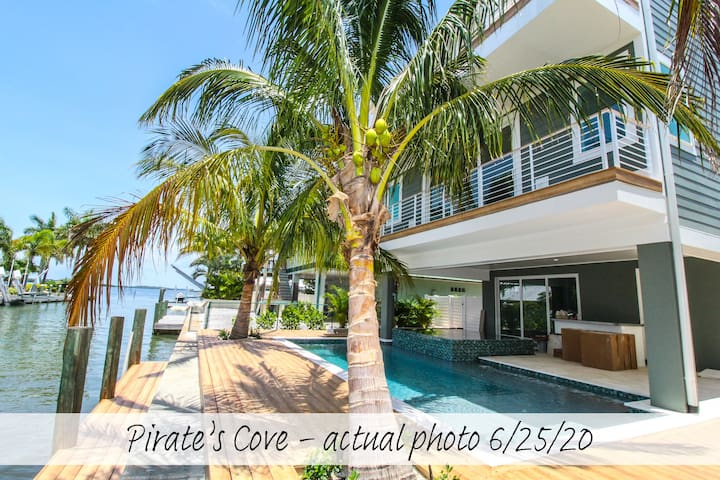 Pirate's Cove - come sail away to vacation! Brand-new 6 bd home with pool!