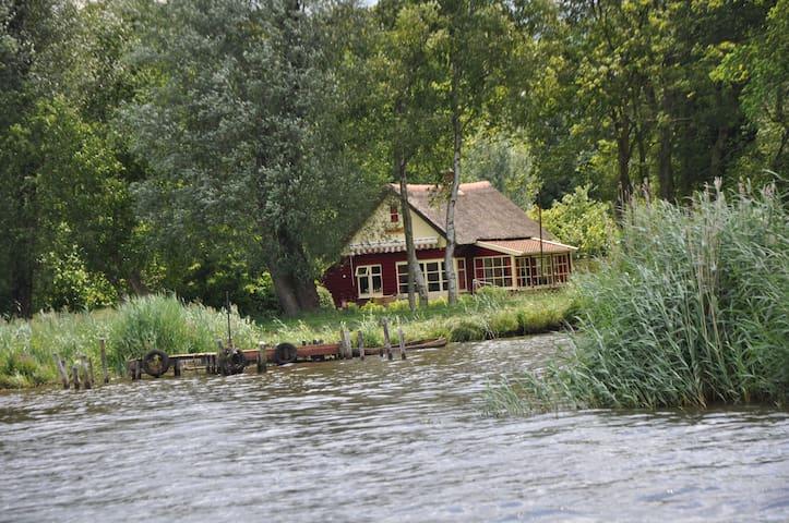 Toplocatie! Huis, zuidlaardermeer 1600 meter tuin - Midlaren - Hus