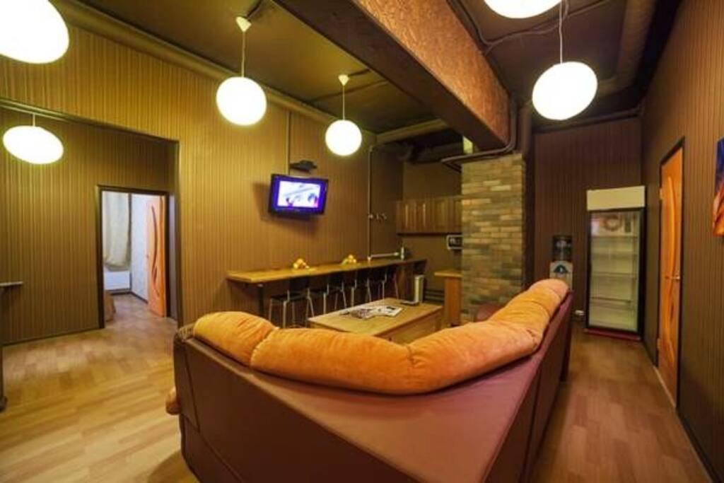 Кухня с большим диваном, телевизор, wi - fi